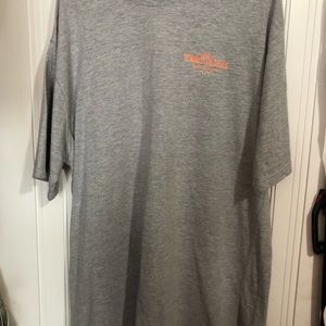 Men's TOMMY BAHAMA t shirt. Xl